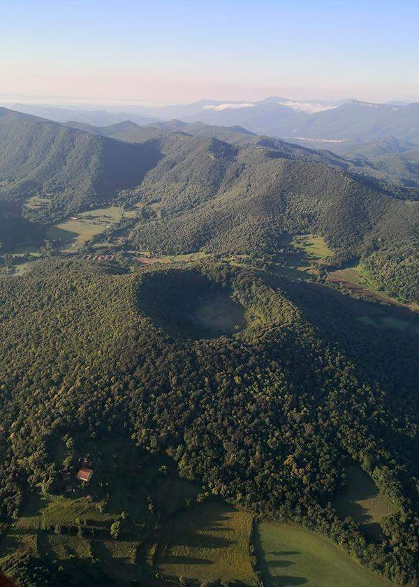 Balloon ride in the volcanic area of the garrotxa